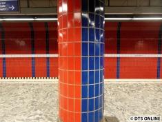 Der Trick, der dahintersteckt: Die Pfeiler sind halb rot und halb blau gefliest.