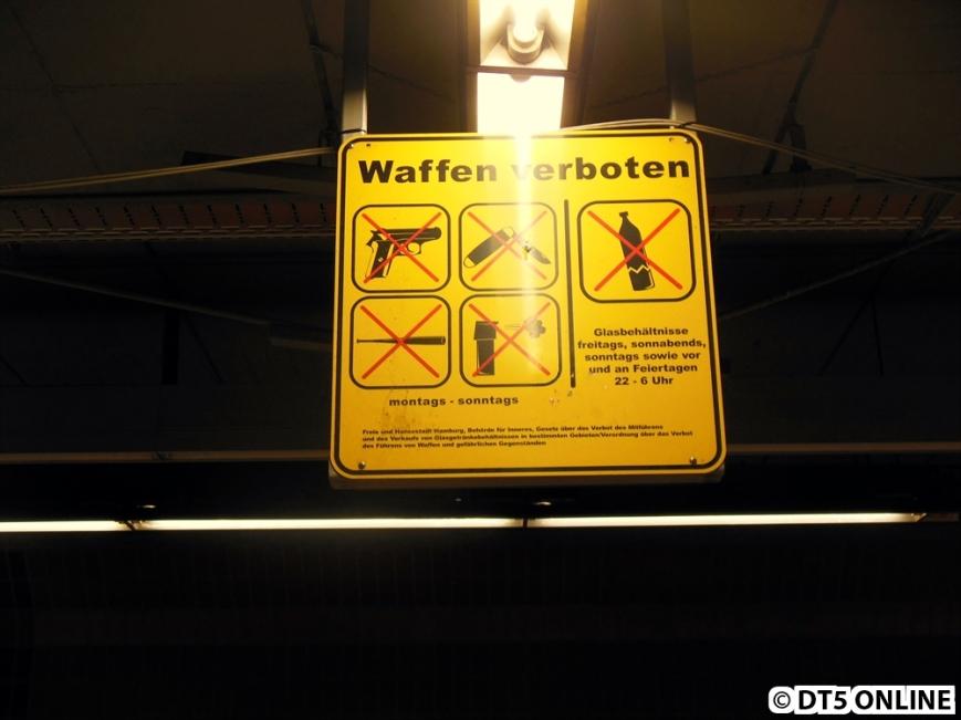 Da auf der Reeperbahn Sonderregelungen gelten, sind diese auch unter ihr im S-Bahnhof gültig.