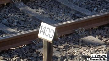 Ein altes Schild: Meter 1400