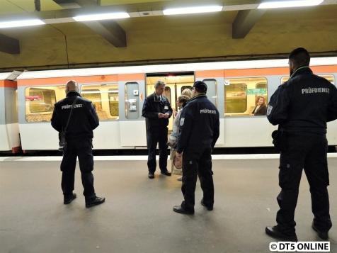 """... daher müssen die """"Graufahrer"""" (all jene, die eine abgelaufene oder falsche Karte dabei haben nennt man so) müssen den Zug verlassen."""