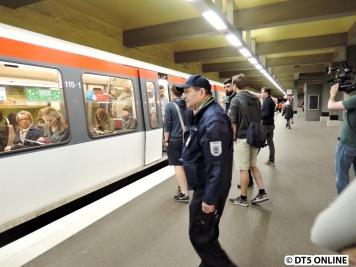 Der nächste Zug ist diese U1 nach Ohlsdorf.