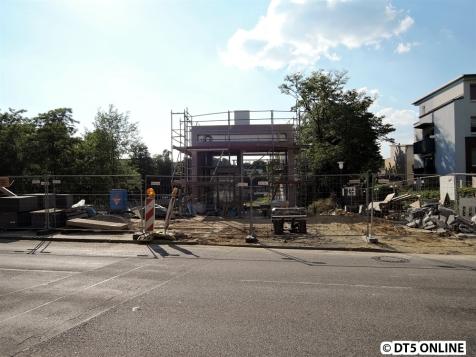 Auf der Legienbrücke... Hier geht es schon in naher Zukunft auf den Bahnsteig in Richtung Jungfernstieg