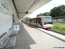 """Das Kurzzughalt verlegt-Schild könnte auch übersetzt werden mit """"Kurzzughalt Anfang"""", wie die S-Bahn schildert..."""