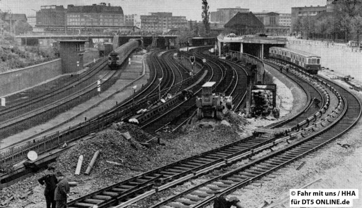 """#EDIT """"Verwirrend sind die Gleisanlagen des Verkehrsknotenpunktes Berliner Tor. Rechts die neuen U-Bahn-Gleise zwischen Lübecker Straße und Berliner Tor. Daneben die alten Schienen, die abgerissen werden. Links davon die Gleise der S-Bahn Berliner Tor"""