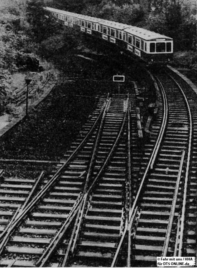 """""""Wegen des Neubaues der U-Bahn-Strecke nach Stellingen wurden an der Haltestelle Schlump die Gleise Richtung Christuskirche entfernt"""" - Foto: HOCHBAHN / Fahr mit uns 3-1964"""