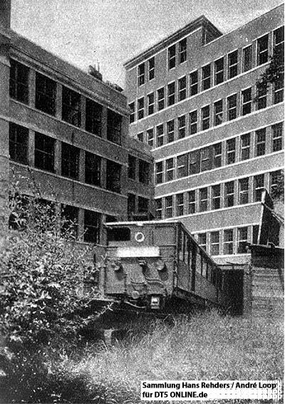 Ein T-Wagen-Zug fährt in den Tunnel am Besenbinderhof. Foto: Sammlung Hans Rehders / André Loop