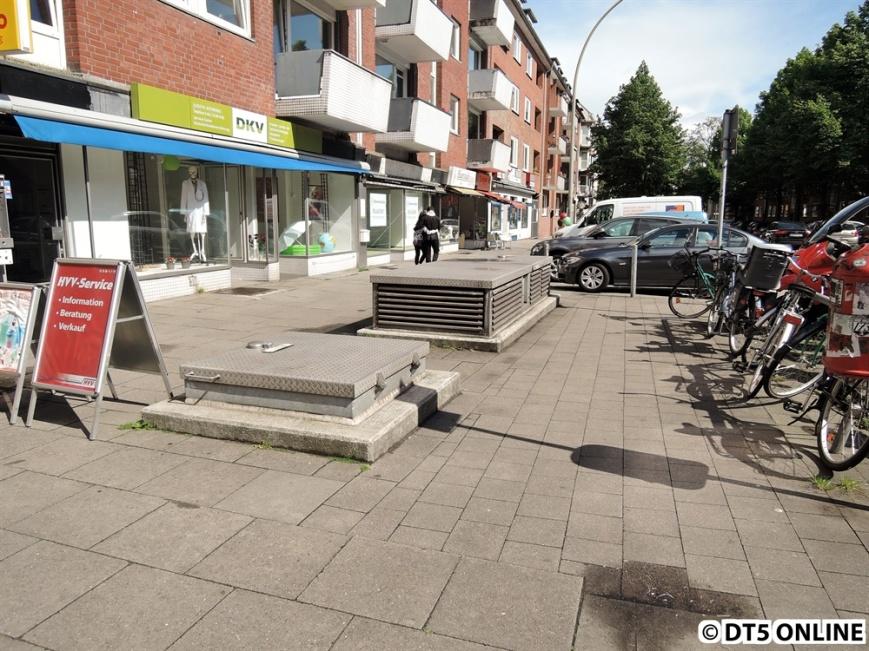Heute befindet sich an der Stelle des alten Bahnhofs ein Notausstieg, und zwar Notausstieg B I.