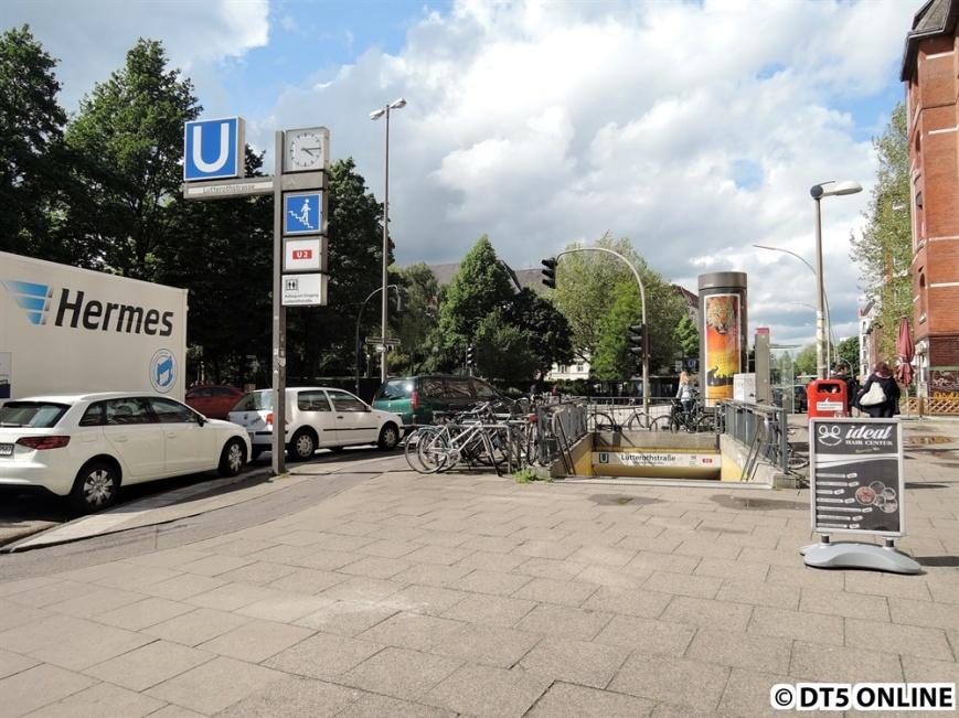 Der Eingang am Stellinger Weg zur neuen U2-Haltestelle Lutterothstraße. Er befindet sich etwa 170m vom alten Eingang zur Haltestelle Hellkamp entfernt.