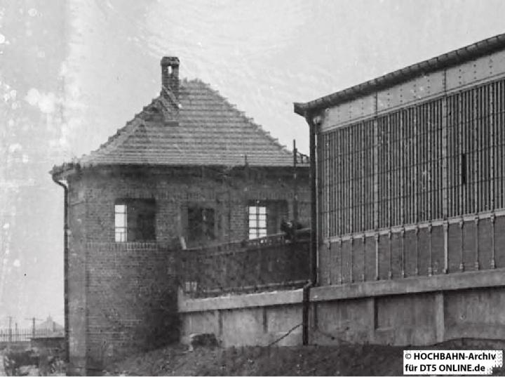 Am Bahnsteigende stand das Stellwerk. Foto: Archiv HOCHBAHN (Ausschnitt)