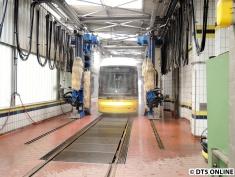 Straßenbahn-Waschanlage, BVG-Betriebshof Lichtenberg, 28.6.2015 (4)