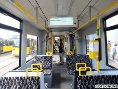 Blick in eine Flexity-Straßenbahn