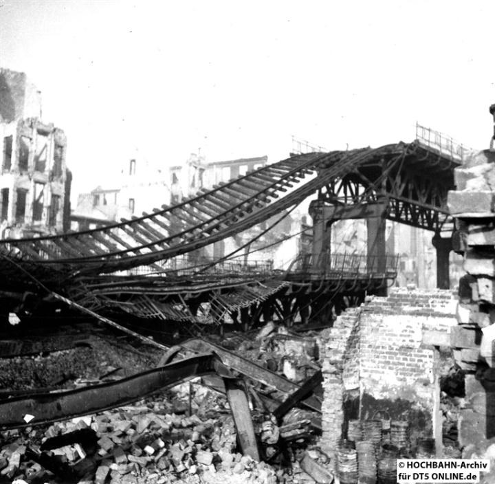 Die Rothenburgsorter Hochbahn wurde stark zerstört. Die Schäden waren zu groß, um diese defizitäre Linie wiederaufzubauen