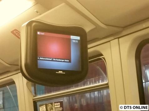 Neue Züge haben allesamt eines gemein: Ihr Fahrgastfernsehen funktioniert nicht. Auch in 187 (obwohl ja schon ein paar Jahre älter) gehts nicht. Lange Zeit blieb der Bildschirm schwarz, dann erst der graue Hintergrund, gefolgt von dieser leeren Tafel, die eigentlich ein Video enthält (Hamburg-Ersatzprogramm). Wenig später stürzt es erneut ab...