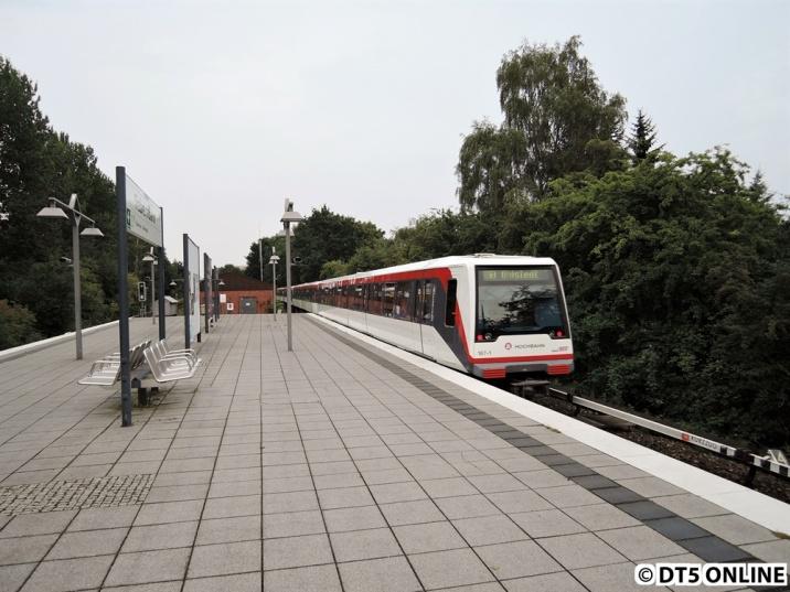 In Trabrennbahn fährt er von dannen, nach Ohlstedt.