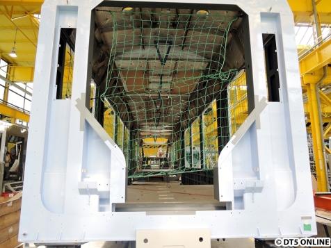 Innenausbau LINT, Abschnitt Null: So kommen die Rohbau-Wagenkästen hier im Werk Salzgitter an