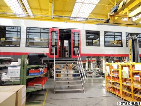 Abschnitt 6: Hier werden die Fahrzeuge vervollständigt. In diesem Fall wird die Tür eingebaut und eingestellt.