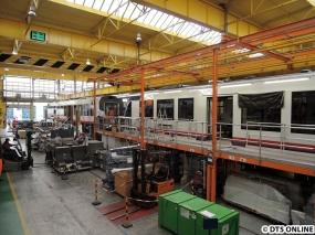 Abschnitte 5 und 6 (hinten). Die LINT-Produktion für die AKN ist beinahe abgeschlossen. Insgesamt gibt es sieben Abschnitte (0-6), alle drei Tage wird der Wagenkasten einen Abschnitt weitergezogen.