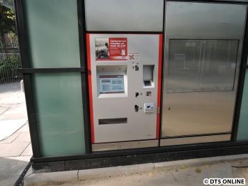 Der Fahrausweisautomat läuft bereits. Nur ein Bauzaun verhindert gegenwärtig noch die Nutzung