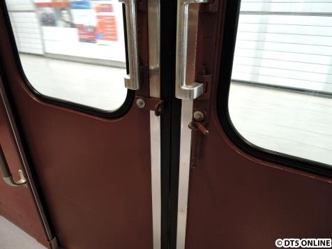 Die Wagentüren lassen sich von innen verriegeln
