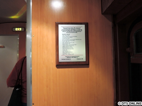 """Eine Tafel mit einer Danksagung an die Sponsoren die an der Inbetriebnahme und """"Restaurierung"""" beteiligt waren"""