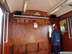 Beliebter Platz war das Fahrerraumfenster... Auch ist dies der einzige Zug, welcher eine Gaderobe hat