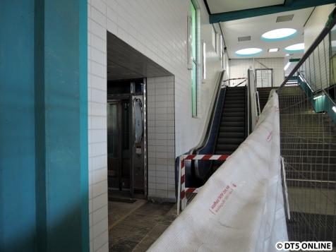 Zugang zum Aufzug unten
