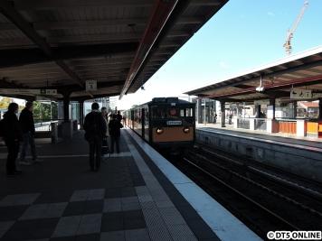 Der Zug setzt in Barmbek wieder nach einer Pause ein