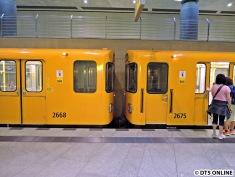 Zum Einsatz kam ausnahmsweise ein Vierwagenzug, normalerweise fahren immer nur zwei Wagen. Grund war der Tag der offenen Tür der Bundesregierung