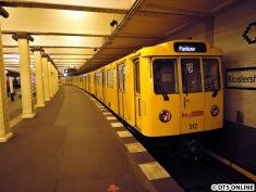 U2 Klosterstraße: Ein A3-Zug