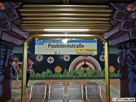 Bahnhof Paulsternstraße auf der U7 in Spandau, eröffnet 1984. Der Bahnhof wurde gestaltet von Rainer G. Rümmler und ist für unser Hamburger Auge schon ungewöhnlich...