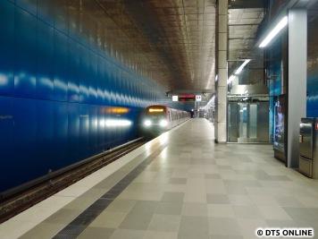 Es folgte leider zunächst auf dem zweiten Umlauf ein DT4, dafür fuhr der dritte Zug aber. Es war der bereits gestern gesehene (siehe Titelbild) 304/335