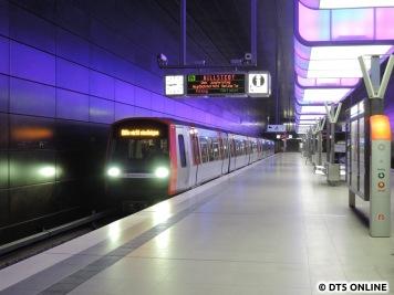 """Leider stehen die Züge fast durchgehend mit """"Bitte nicht einsteigen"""" am Bahnsteig. Für einige sehr verwirrend"""