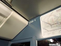 """Eine andere """"Überraschung"""" wartete dann bei der U1 (die regelmäßig fuhr!) - 138 fährt als erster DT4.2 mit DT5-Redesign seit ein paar Tagen durch Hamburg."""