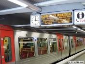 Die 6-Wagen-Züge laufen im Gegensatz zur U3 hier als Kurzzug. Warum? Weil sie eben an keiner Haltestelle die maximale Länge ausnutzen