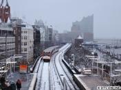 Hafenviadukt mit Elbphilharmonie...