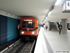 Fotohalt am Berliner Tor neben der neu gestrichenen Wand