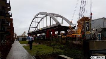 Diese Brücke ersetzt die alte Brücke von 1932