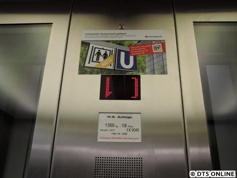 Der Aufkleber weist darauf hin: Der 19. Aufzug ist fertig! (Wobei: Nr. 18 Rauhes Haus fehlt noch...)
