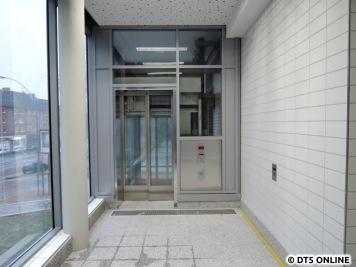 Aufzug an der Südseite zum neuen Bahnhofsvorplatz