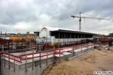 Zur Zeit wird an der Südseite der Brücke gearbeitet, wettergeschützt