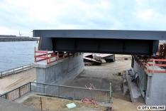 Das zweite, kleinere Brückenteil stellt das Bahnsteigende dar