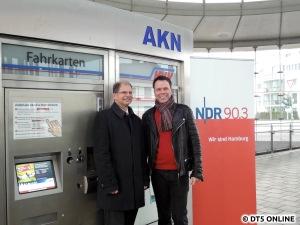 AKN-Vorstand Wolfgang Seyb (links) und AKN-Haltestellenansager Ulf Ansorge (rechts)
