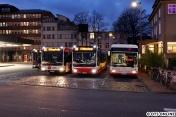 In Altona war dann noch genug Zeit für ein Abend- bzw. Nachtbild. Vier Citaro-Gelenkbusse auf einem Bild, für vier Linien (111, 25, 20, SEV). Der Irvine basiert auf dem Citaro.