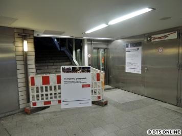 Am Gänsemarkt wurde nach mehrwöchiger Sperrung zumindest wieder der Aufzug in Betrieb genommen, der Ausgang bleibt weiter gesperrt.