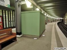 Die Überdeckelung des Aufzug-Fundamentes wurde kürzlich neu gestrichen.