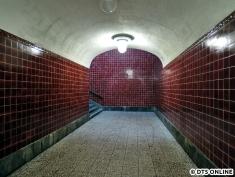 ...denn der Aufzug wird hinten an der Wand gebaut und die Treppen somit enger machen