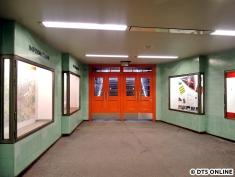 Auch diese Türen wurden erneuert und erhielten den neuen Orangeton