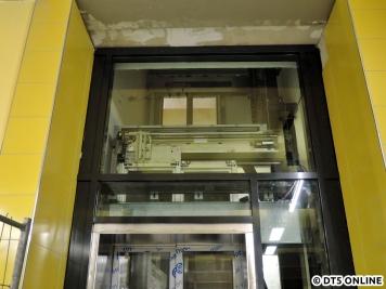 Der Aufzug hat inzwischen Form angenommen. Es kann davon ausgegangen werden, das dieses Exemplar vor dem anderen in Betrieb gehen kann.