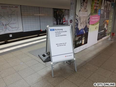 Am Bahnsteigende Richtung Lohmühlenstraße wurden die Dynamischen Zugzielanzeigen entfernt