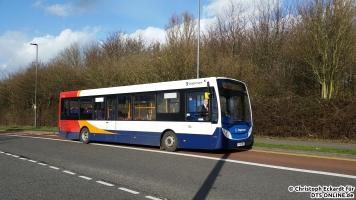 """Zum Schluss meiner Fotorunde in """"Cribbs"""" begegnete mir noch ein leerer Enviro 200 von Stagecoach. Stagecoach ist das zweitgrößte Verkehrsunternehmen in Großbritannien, bis auf eine Linie in Bristol aber nicht vertreten."""